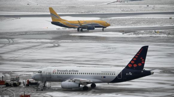 Un avión con 25 personas a bordo se estrella en Canadá