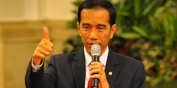 Jokowi Serahkan KIP Kepada 1.725 Siswa di Jember
