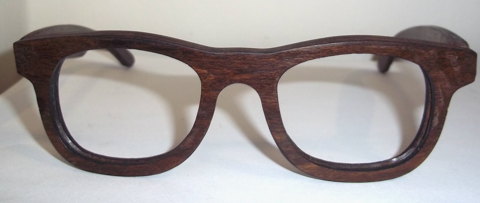 Óculos de Madeira Modelo WAYFARER da LUNETTES R   445,00 com Lentes da sua  Receita 1f61c86042