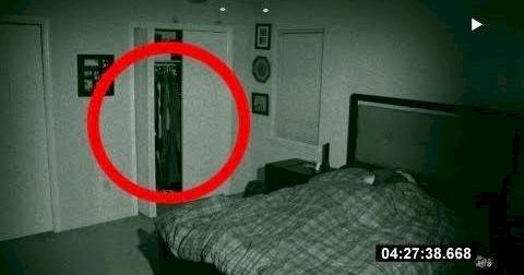 Έβαλε Κρυφή Κάμερα στο Δωμάτιο της Κοπέλας του. ΑΥΤΟ που Κατέγραψε, τον έκανε να Παγώσει!