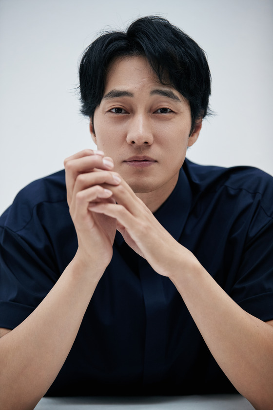 So Ji-Sub sebagai Kim Bon pada Serial Drama Korea Channel MBC : Tirus Behind Me