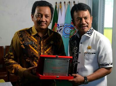 Perpus Jombang Terima Anugerah Terbaik Diajang Perpuseru Award 2017