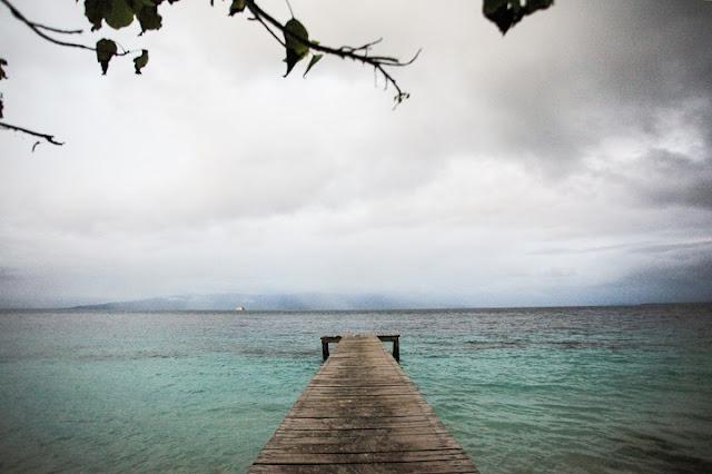 Pesona Birunya Laut di Wisata Pantai Liang Ambon