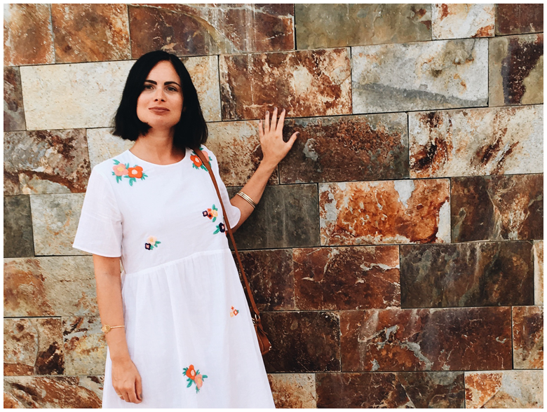 CONIL DE LA FRONTERA - WHITE DRESS | June Gold wearing a white & Other Stories dress with flower print