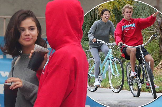 Selena Gomez and Justin Bieber are 'officially' back together