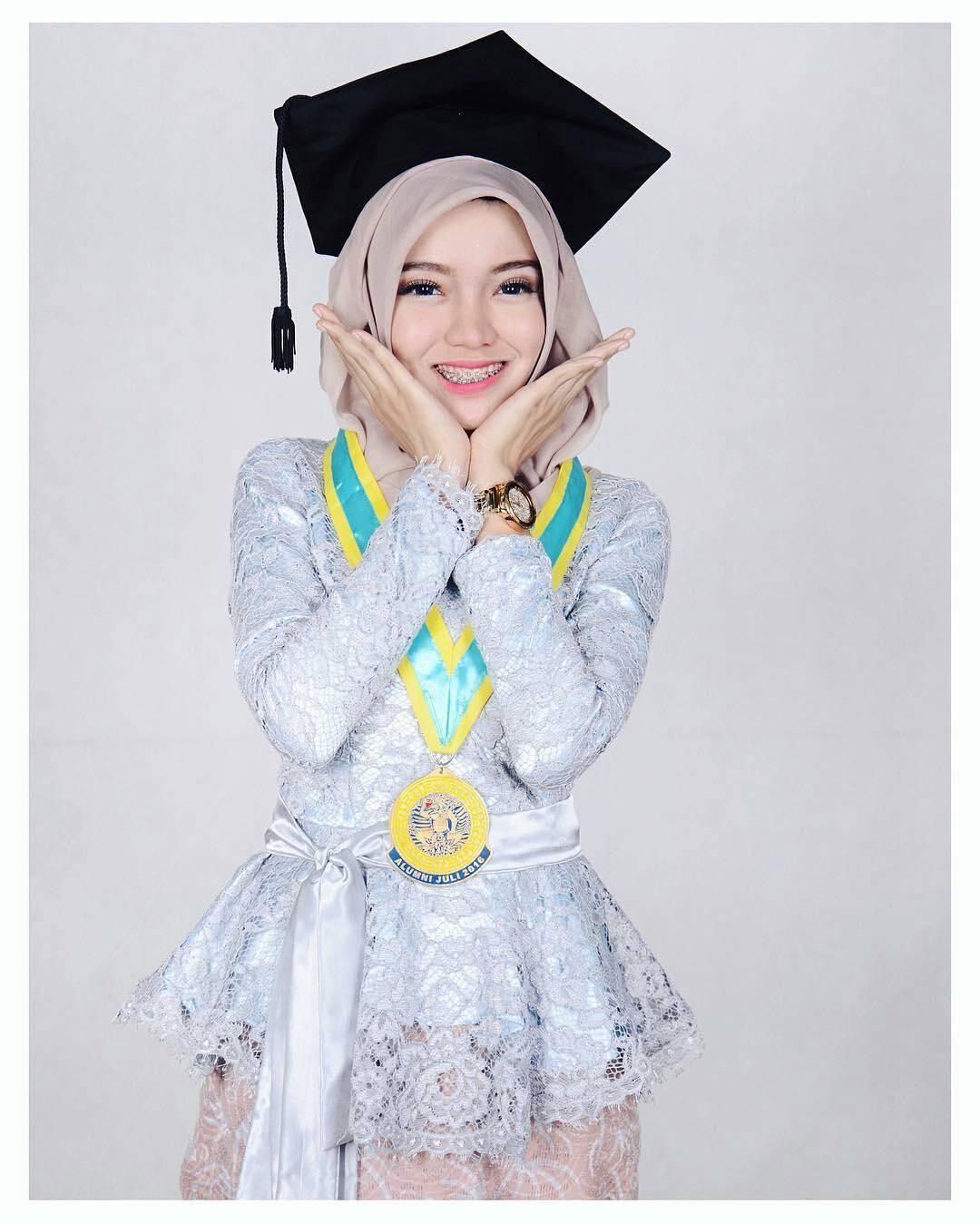 20 model hijab terbaru untuk wisuda sederhana modern plus