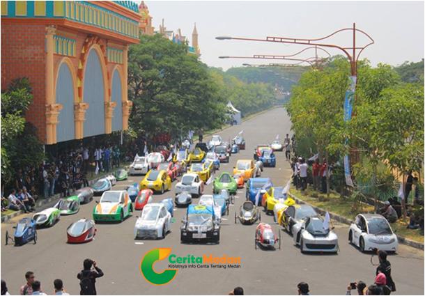 saat perlombaan kompetisi mobil listrik di surabaya 16-19 oktober 2014