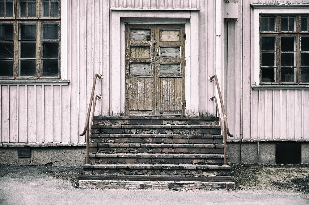 valokuvaus, valokuvaaja Frida Steiner, Frida S Visuals, Visualaddict, kaupunki, Pohjanmaa, Lapua, ovi, rappuset