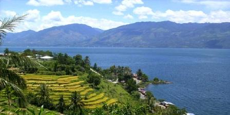 Destinasi Wisata Alam Danau Maninjau Kabupaten Agam
