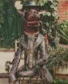 Конь в пальто памятник в Сочи