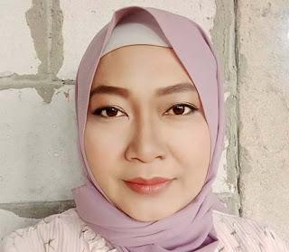 Erma Zarina Pakai Jilbab