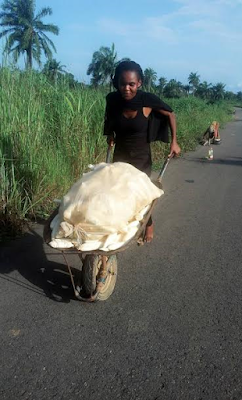 FEMALE FARMER EXPLODES!!! I WILL NEVER BUY 13 CUPS OF GARRI FOR N400 WHEN I'M PHYSICALLY FIT TO GO TO A FARM (PHOTOS)