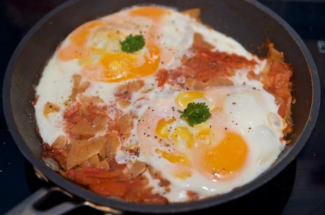Shakshuka - Chakchouka - Tunisie - Afrique - Eggs - Œufs - Plat - Recette Slate - Food - Eat - Manger - Cuisine - Cook - Cooking - Tomate - Tomato - Oignon - Ail - Piment - Épices