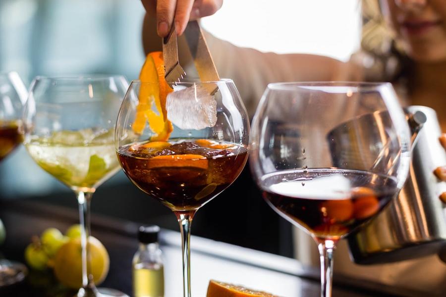 eiswürfel martini orangenscheibe