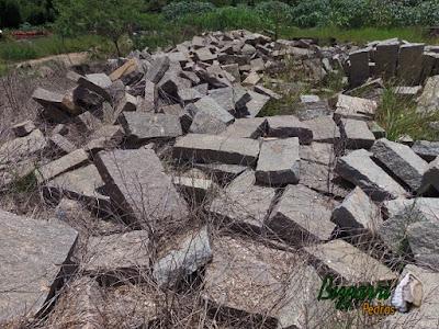 Pedra folheta de granito para construção de chalé de pedra.
