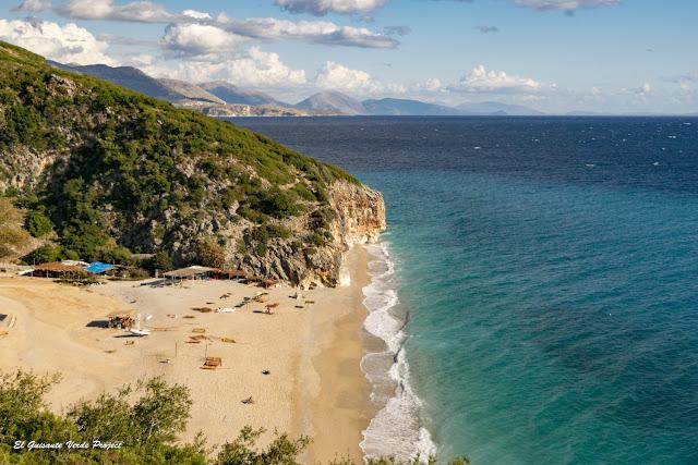 Playa de Gjipe, vista desde el sendero - Himara, Albania por El Guisante Verde Project
