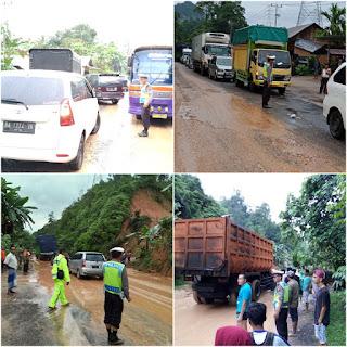 Jum'at Subuh: Longsor Sempat Menutup Total Jalinsum Kiliranjao – Padang