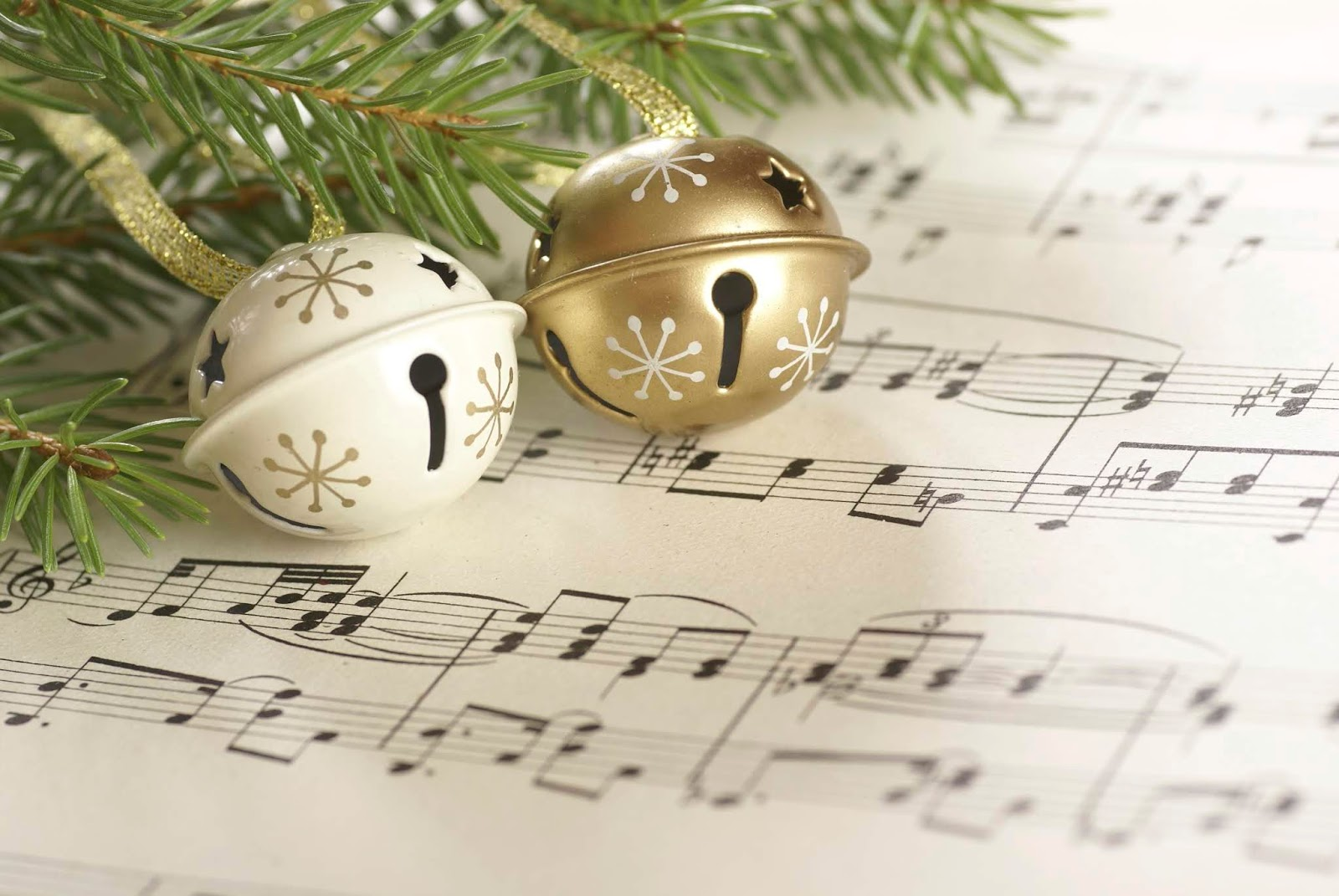 Blogmas Day 10: My Christmas Playlist