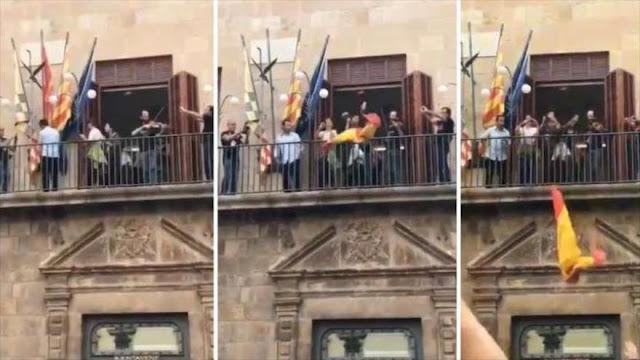 En Cataluña retiran la bandera española de varios ayuntamientos