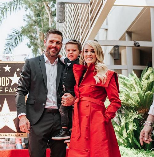 carrie-underwood-receives-star-on-hollywood-walk-of-fame-photo