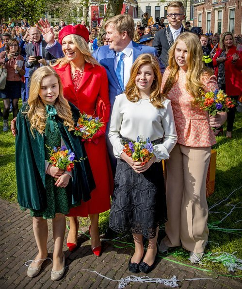 Queen Máxima, Princess Catharina-Amelia, Princess Ariane, Princess Alexia, Princess Laurentien, Prince Constantijn and Princess Aimée