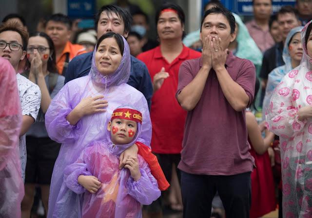 Cảm xúc người hâm mộ trong loạt đấu súng cân não của Olympic Việt Nam