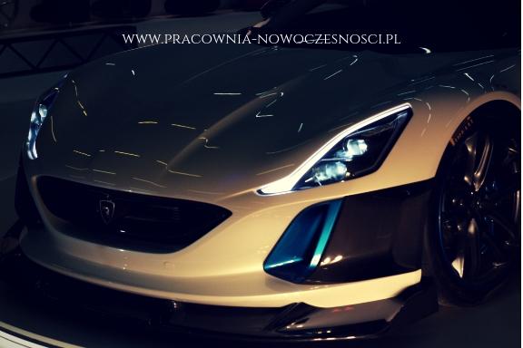 nowoczesny samochód