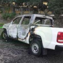 Calcinan a 4 agentes de la PGR dentro de camioneta, en Zihuatanejo Guerrero