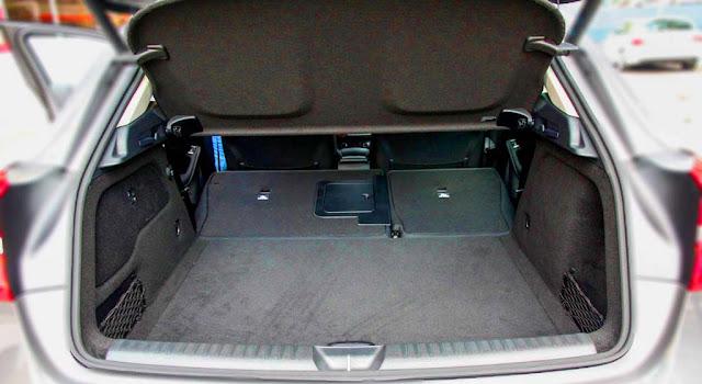 Cốp sau Mercedes GLA 200 2018 thiết kế rộng rãi, thoải mái