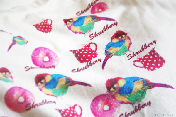aliciasivert, alicia sivertsson, Shrubbery, t-shirt, bird, doughnut, dount, fågel, munk