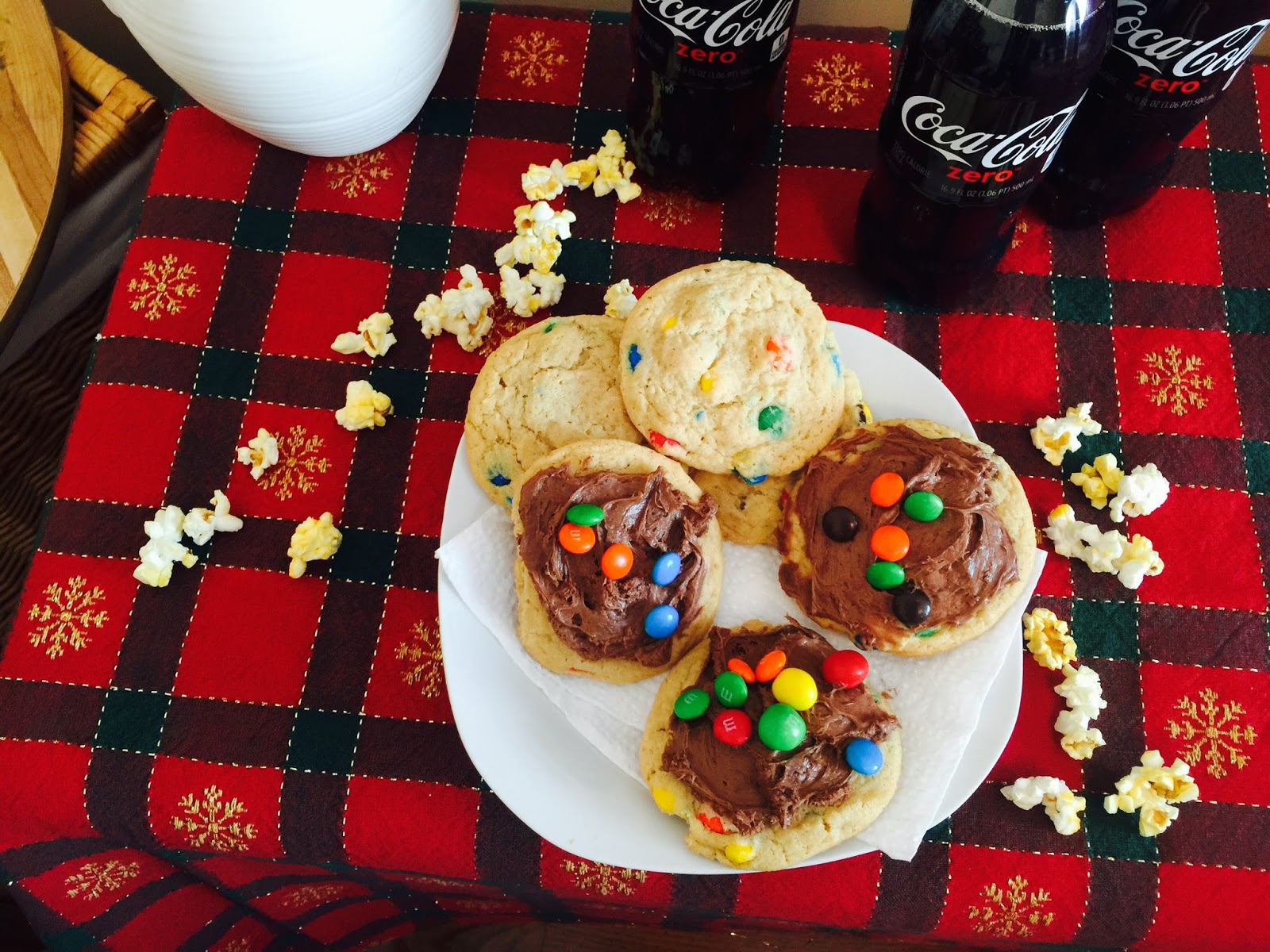 coca-cola zero frosting, coke zero frosting, date night in, hotel Transylvania  2, it's a movie night, m&m cookies, what to make for a date night in, what to watch with your boyfriend or husband, yummy treats,