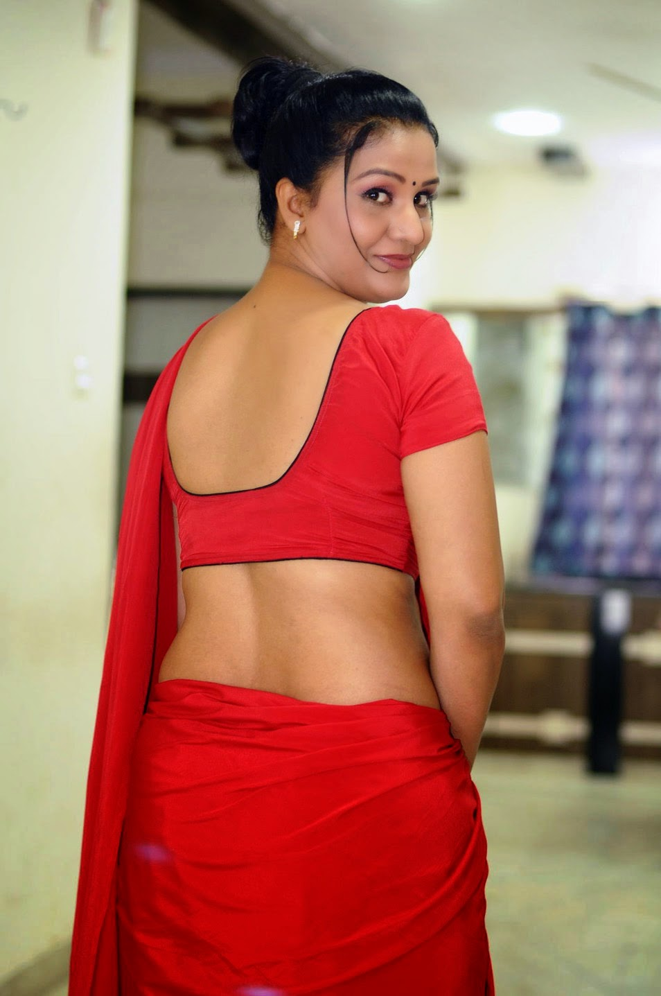 Hot Mallu Aunty Apoorva Huge Cleavage And Navel Show -2892