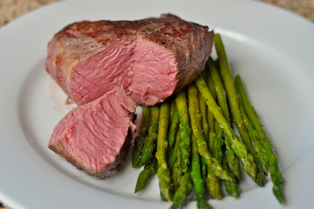Sous-vide Steak with Asparagus