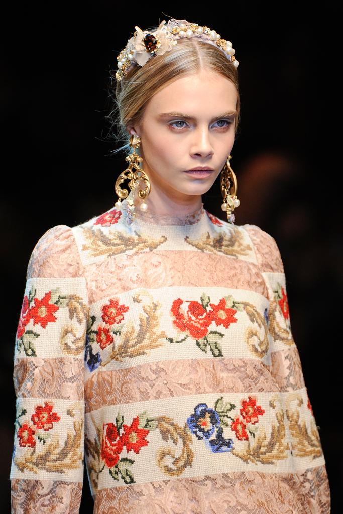 http://4.bp.blogspot.com/-TYqwfWb390c/T15DD8sgu4I/AAAAAAAAL18/_gb7oQCakPA/s1600/Dolce+&+Gabbana+Fall+2012+%D0%B2%D1%8B%D1%8803.jpg