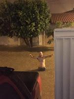 Tempestade alaga ruas, invade casas, arrasta veículos e derruba muro de clube no Sertão; veja