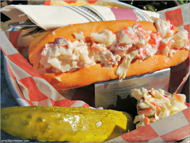 Bayley's Lobster Pound: Lobster Roll $18