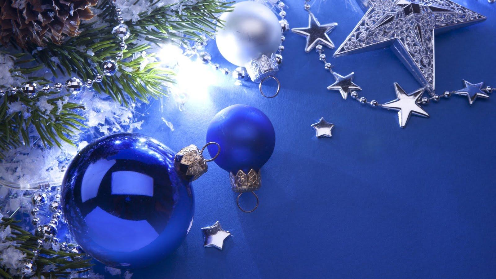 9d4e531277230 BANCO DE IMÁGENES  Postal de Navidad con esferas azules y lindos adornos