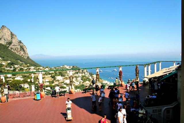 piazzetta Capri, piazzetta, turisti, mare, acqua, isola, terrazza