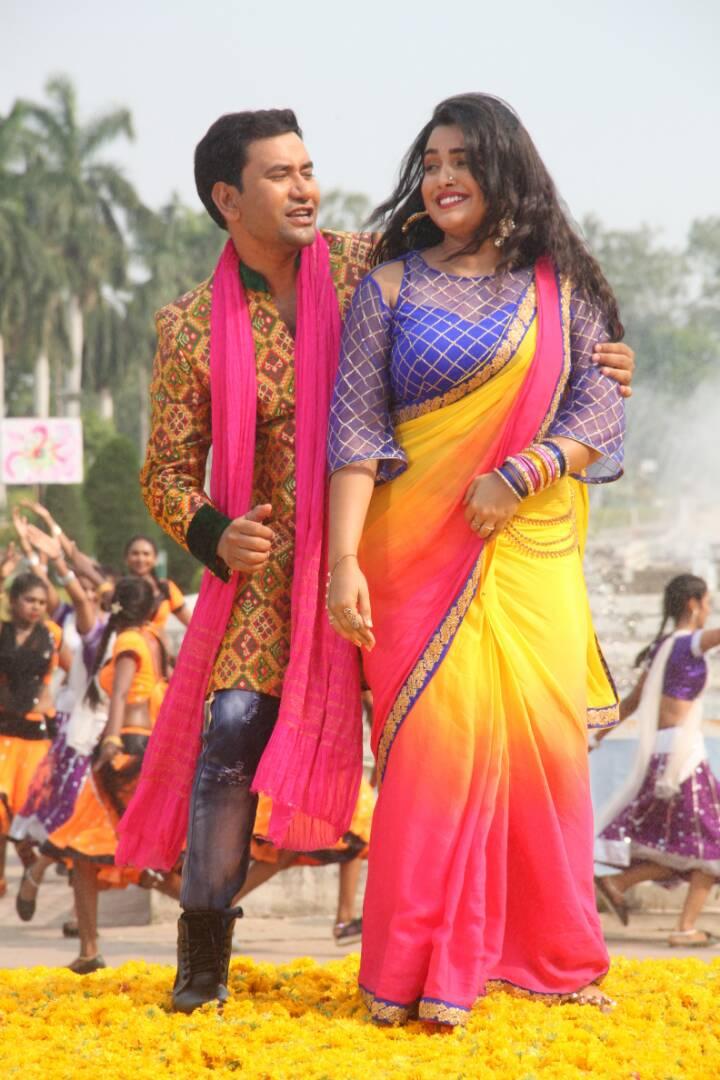 Amrapali Dubey, Dinesh Lal Yadav Nirahua Shoot ON Set Sipahi pics
