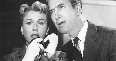 Doris Day e Jimmy Stewart em foto do filme 'O Homem que Sabia Demais' (1956) — Foto: Divulgação