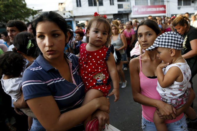 No inferno comunista venezuelanas vendem o cabelo para satisfazer necessidades básicas