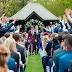 Tom Daley divulga foto do casamento com Lance Black, veja