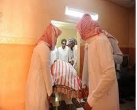 ام ترفض مسامحة ابنتها المتوفاه وايقاف جنازة البنت امام بيت الام والسبب!