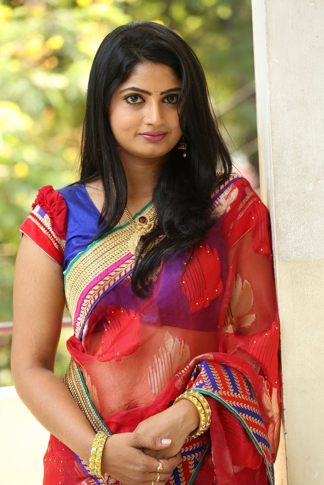 Telugu Tv Actress Mounica Hot Photos In Red Saree