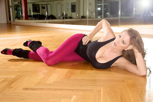 Jordan-Carver-Flash-Dance-Cute-and-sexy-Photoshoot-Image-19