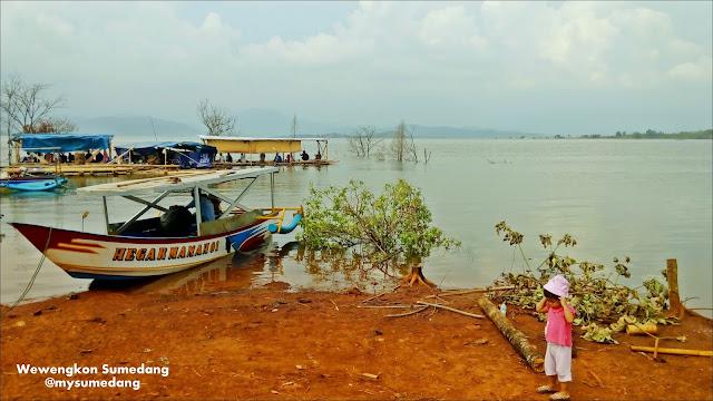 Tepian Waduk Jatigede di Kampung Cisema