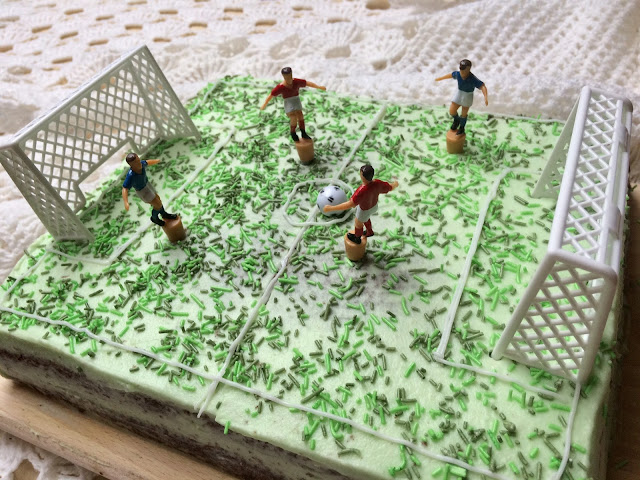 Tort boisko dla chłopca - Tort Oreo z biszkoptem kakaowym