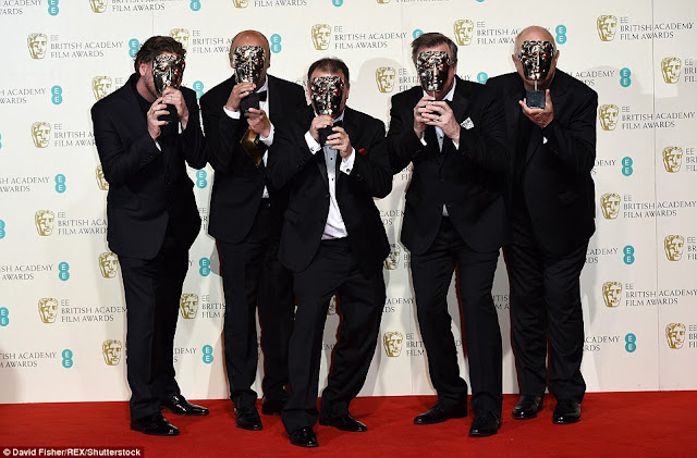 BAFTA 2016, los ganadores de mejor sonido por The Revenant con su galardón