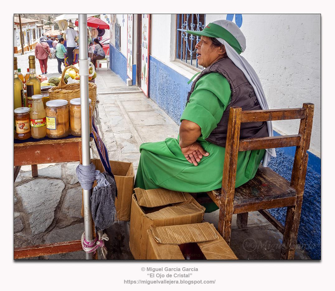 Antioquía (Perú).- Vendedora en Verde.