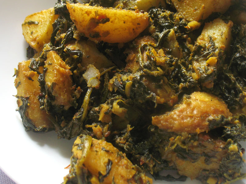 Saag aloo spinach and potato curry lisas kitchen vegetarian other potato dishes you are sure to enjoy from lisas vegetarian kitchen aloo gobi curried cauliflower and potatoes aloo mattar potato and pea curry forumfinder Image collections